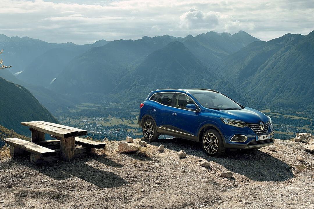 Renault-Kadjar-parkerad-på-ett-berg