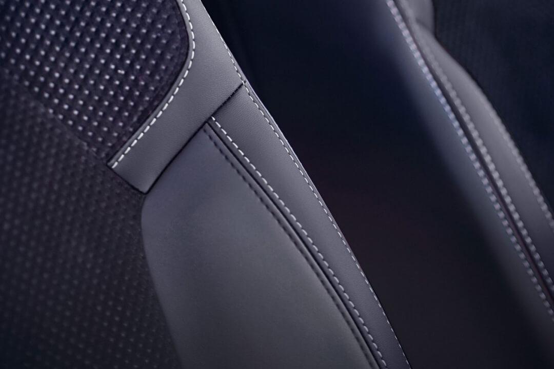 läderklädsel i bilen renault clio