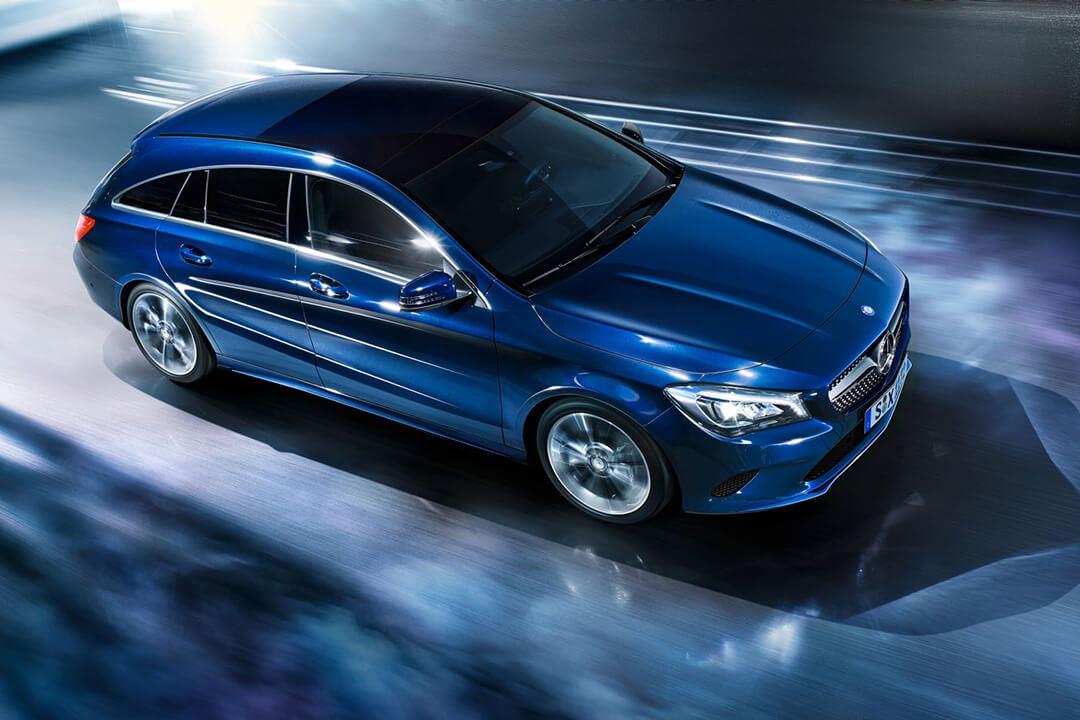 mercedes-CLA-Shooting-brake-parkerad-i-blått-ljus-sedd-ovanifrån
