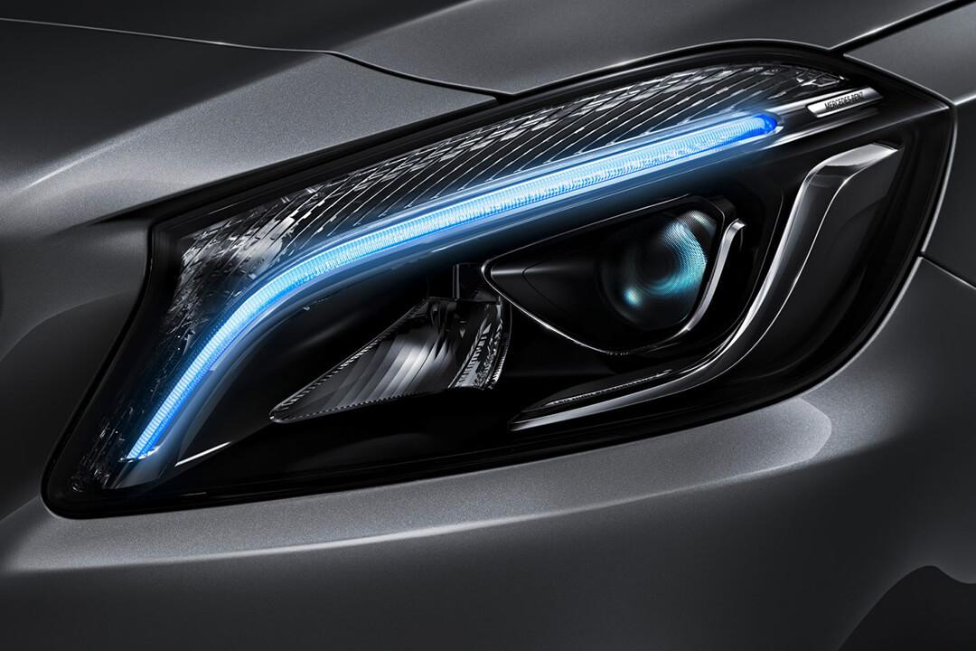 Mercedes-Benz-A-180-LED-strålkastare