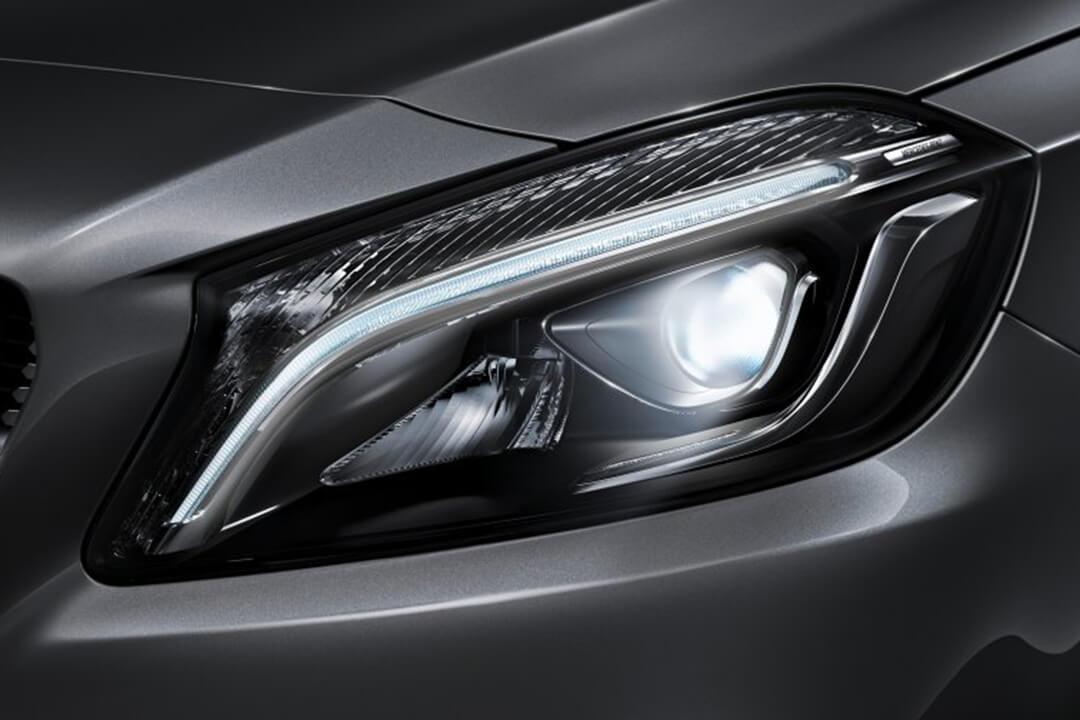 Mercedes-Benz-A-180-strålkastare
