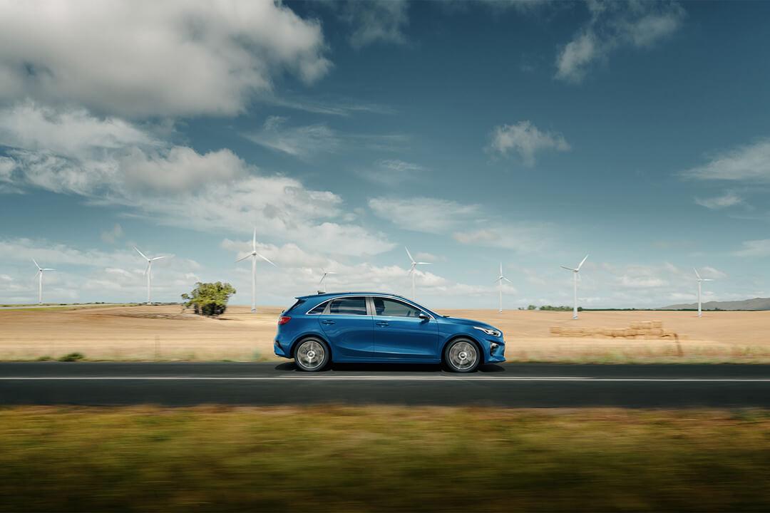 en-ny-kia-ceed-2018-kör-på-landet
