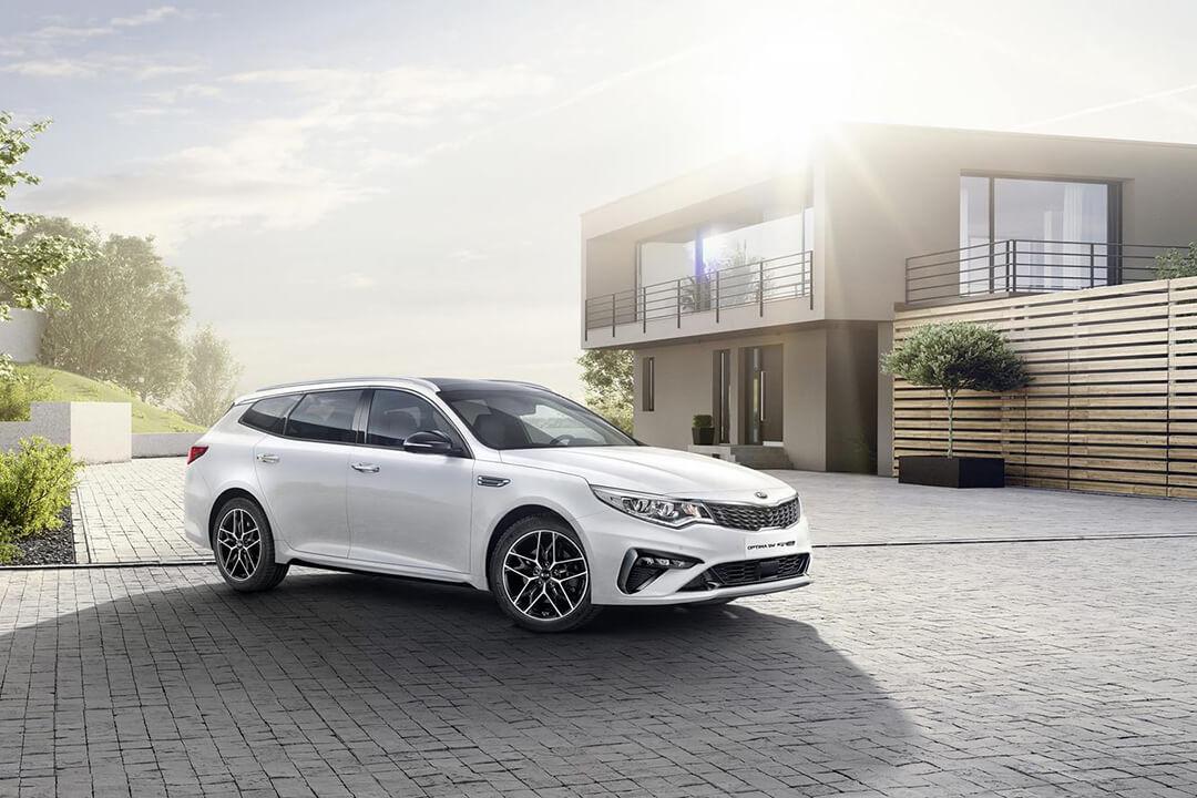 nya-kia-optima-2019-på-en-parkering
