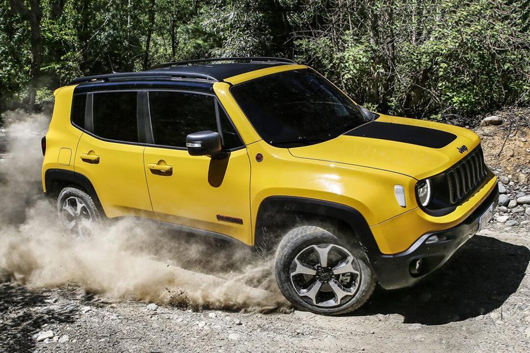 en-gul-jeep-renegade-2019-lör-i-terräng