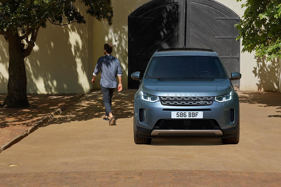land-rover-discovery-sport-front