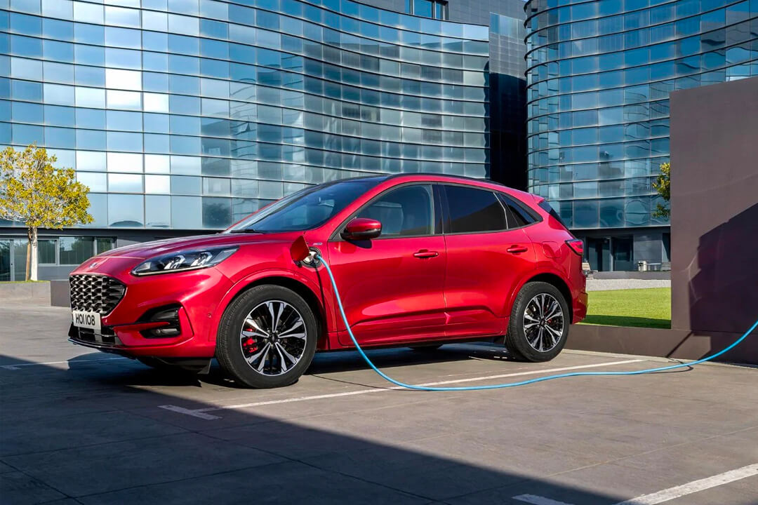 red-ford-kuga-st-line-x-hybrid-charging