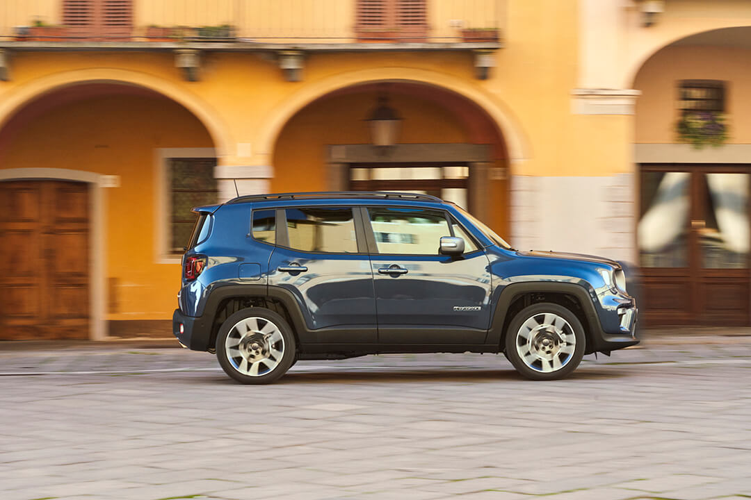 jeep-renegade-4xe-limited-profil