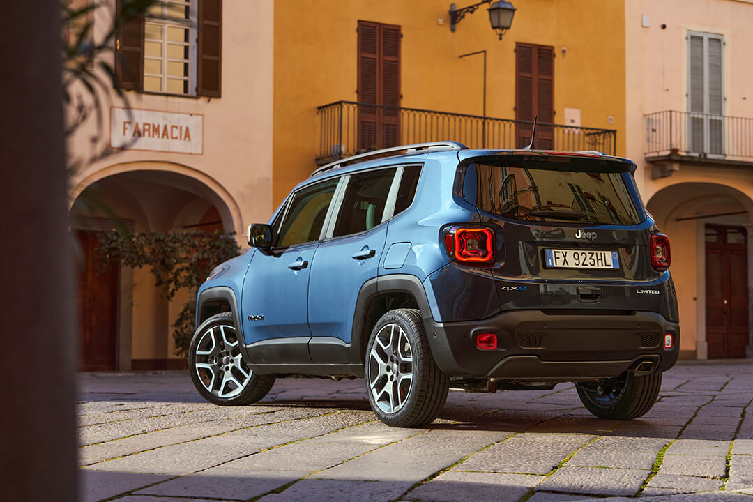 jeep-renegade-4xe-limited-rear