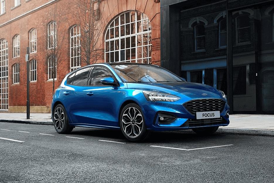 Ford-Focus-Kombi-Parkerad-i-stan kopiera