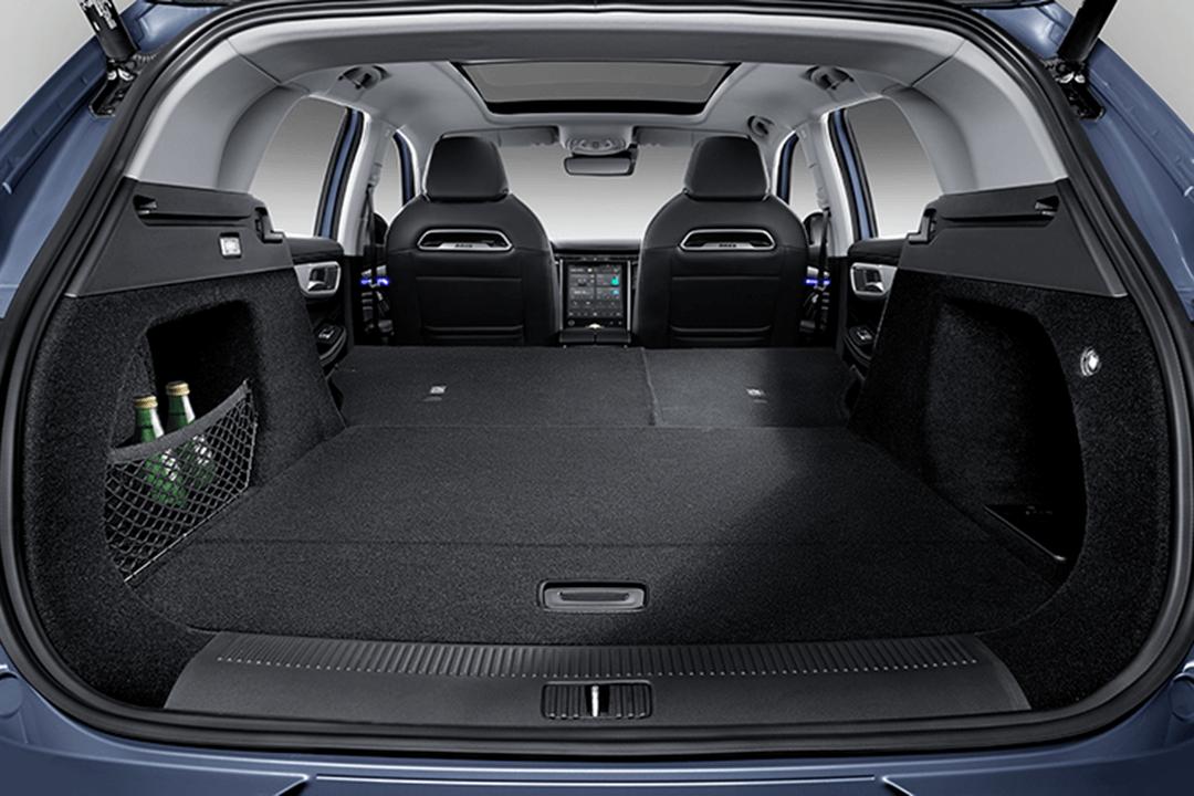 MG-Marvel-R-Comfort-bagageutrymme-nedfällda-säten